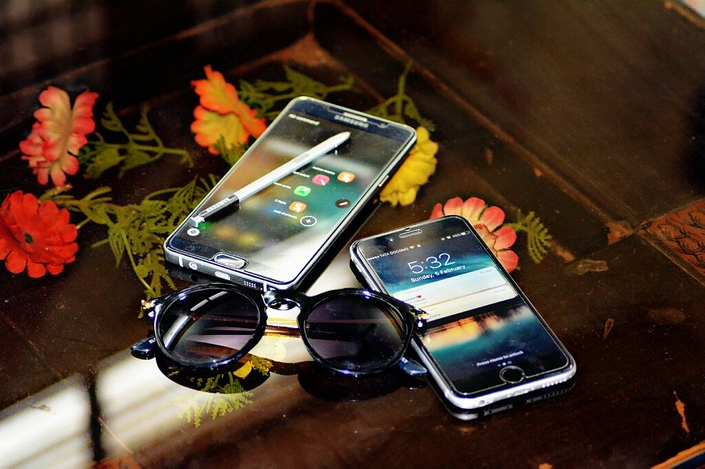 Keep your passion in focus ! Device: Nikon D5200 #galaxynote5 #iphone6s #policeshades👓 #essentials https://t.co/XAquvhQQPv