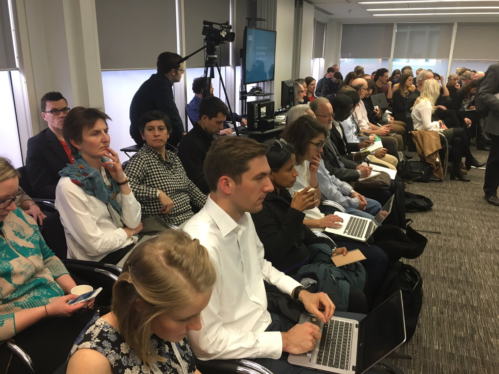 Full house for Evidence-informed decision-making in a complex world @rapid_odi @IIED #evidence4impact https://t.co/cxJbUnn4RB