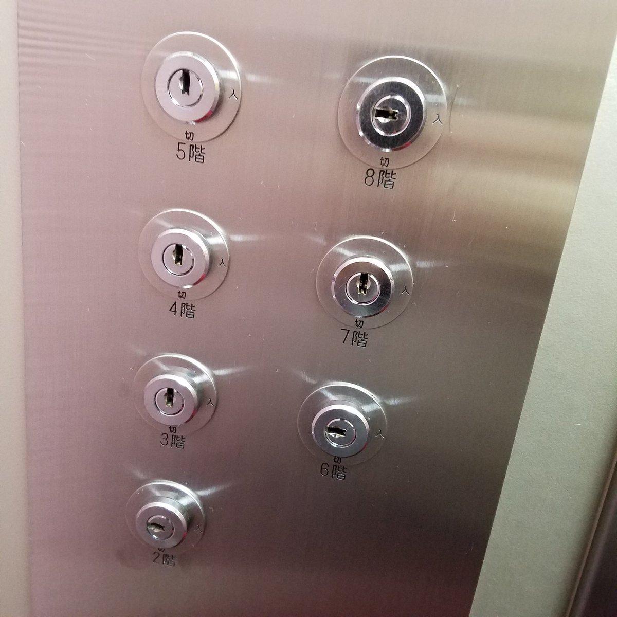 今日乗ったエレベーターの秘密結社感すごかった