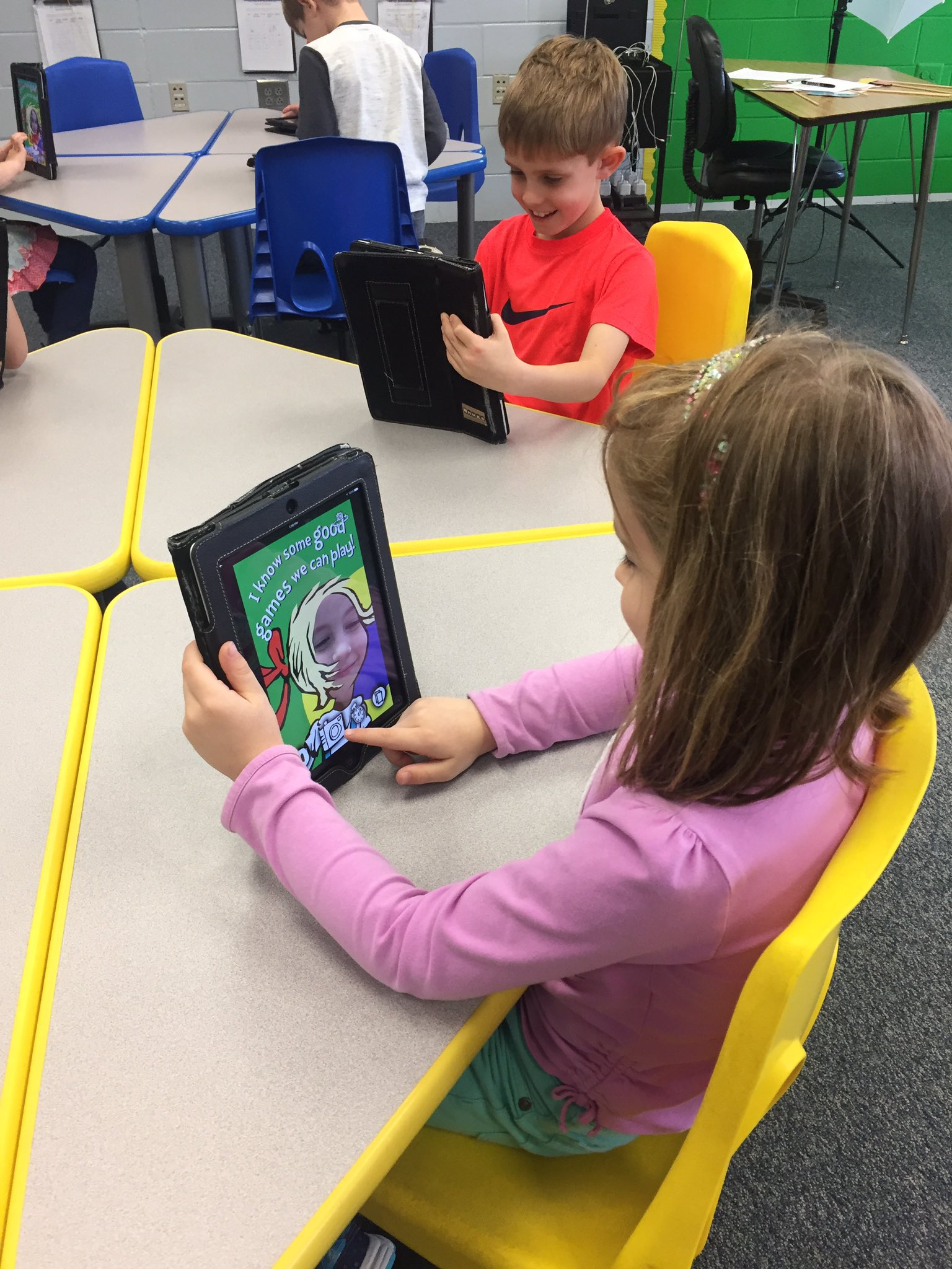 Celebrating #ReadAcrossAmerica week a little late with the Cat Cam Dr. Seuss app. App smashing with @ChatterPixIt for extra fun! https://t.co/NurEo1kGSC