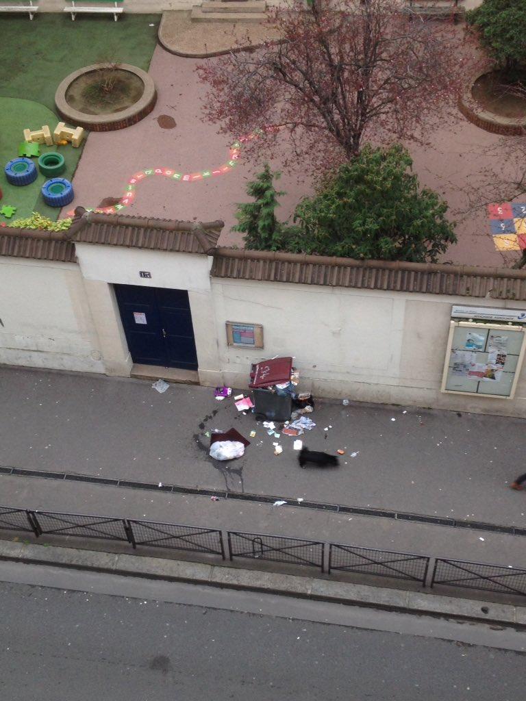que fait le service de nettoyage ??#mairie17 @Proprete17  poubelle présente depuis 1 semaine devant une école maternelle  #guersant#hontepic.twitter.com/x1GEiAUd1r