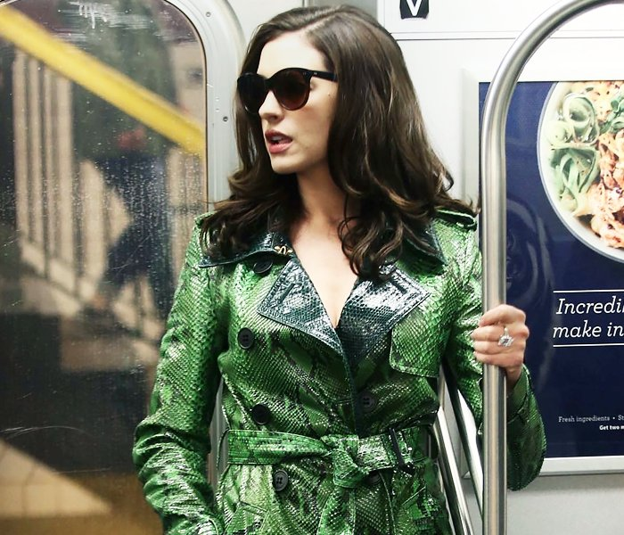 """Ocean's 8 Daily On Twitter: """"Anne Hathaway As Daphne Kluger…"""