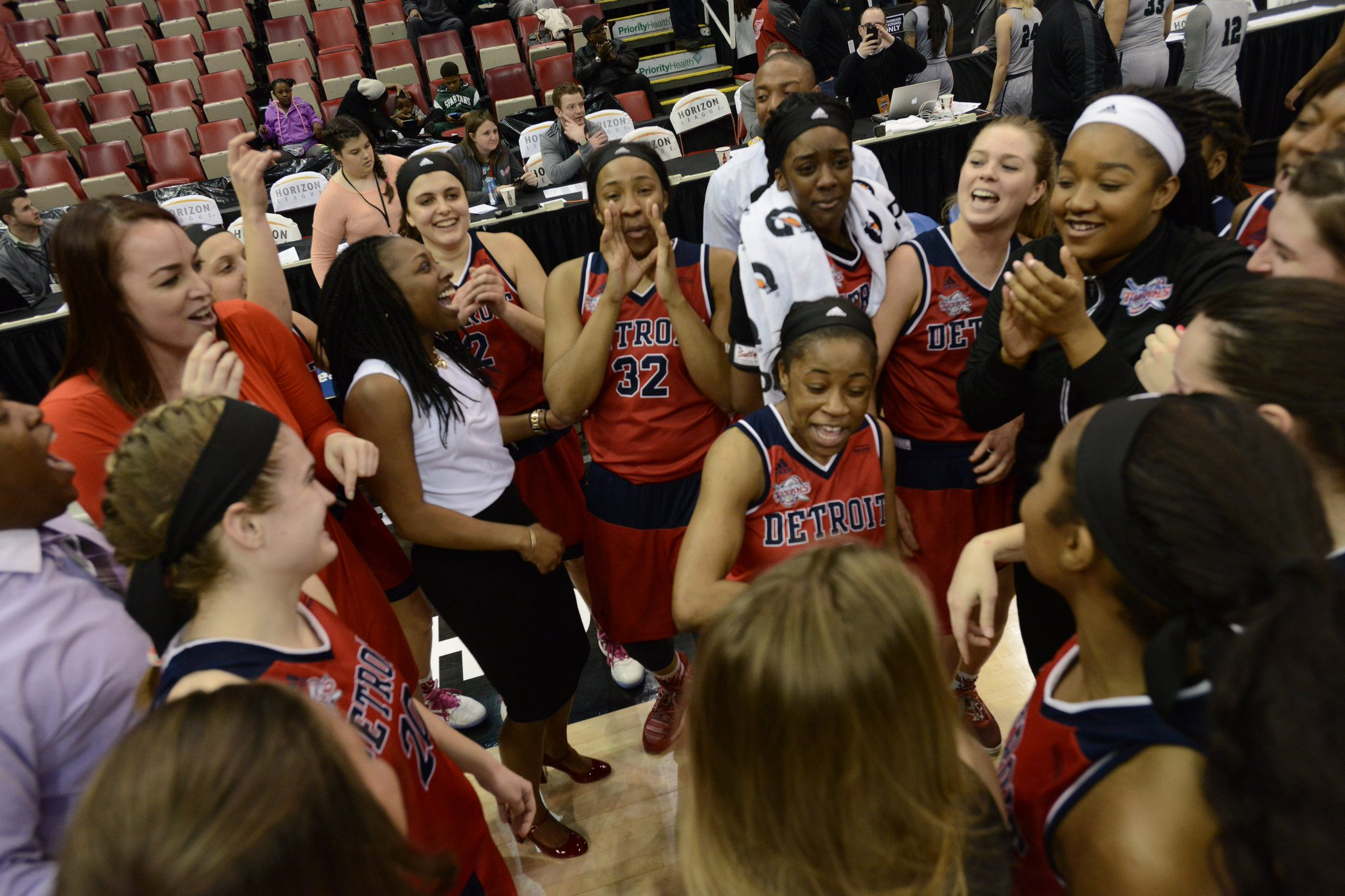 @Detroit_WBB punches ticket for Tuesday's #HLWBB Championship Game https://t.co/mQ71ToeXHz https://t.co/9z4irS1dAZ