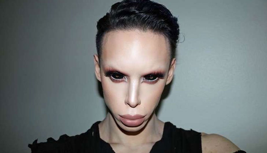 Foto del ragazzo americano che sembra un alieno ibrido