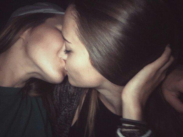Видео подружки лесбиянки плюсан!