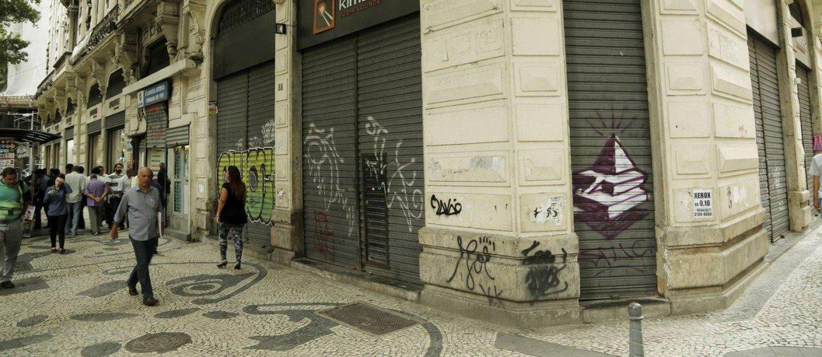 URGENTE: Economia encolhe 3,6% em 2016 e Brasil vive a pior recessão em 35 anos https://t.co/EuzpCT7AHQ https://t.co/E647jeiLv6