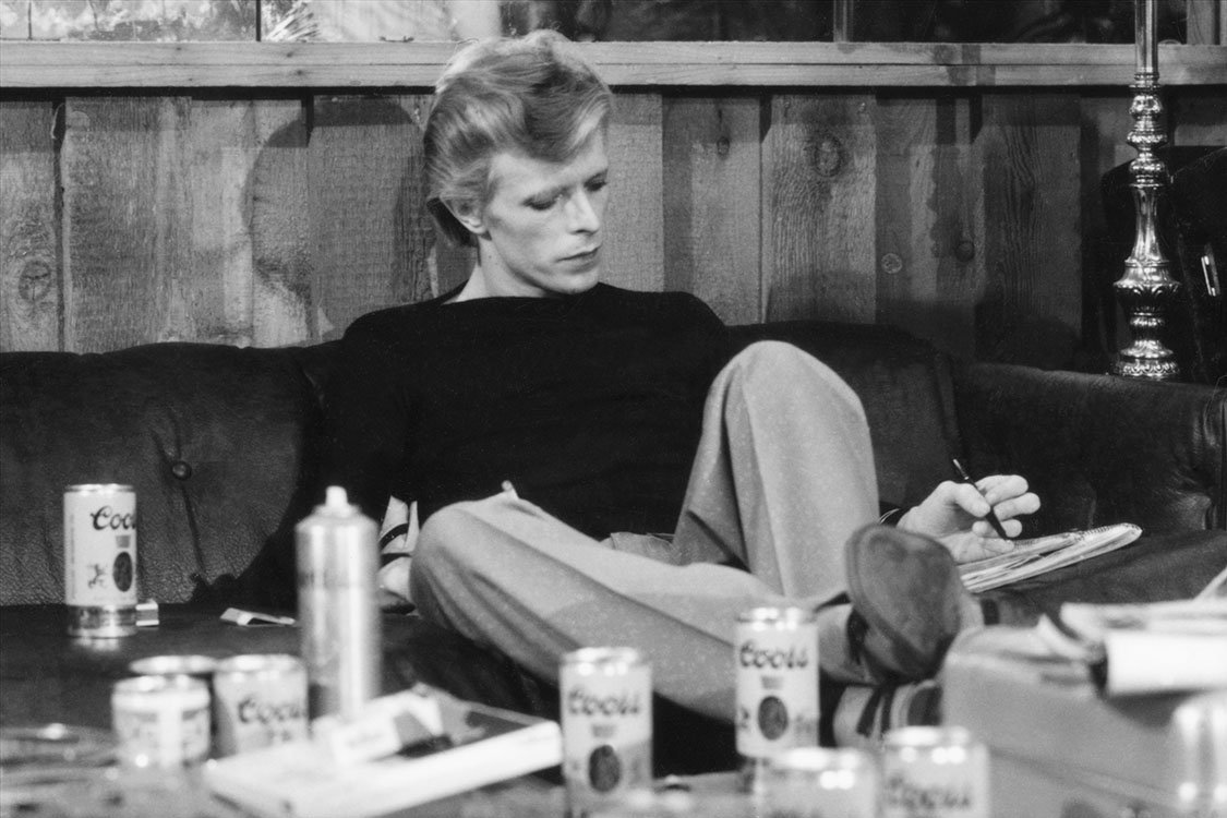 David Bowie during the recording of the 'Young Americans' album in Philadelphia, released on this day, 1975. https://t.co/J134p8Vuho