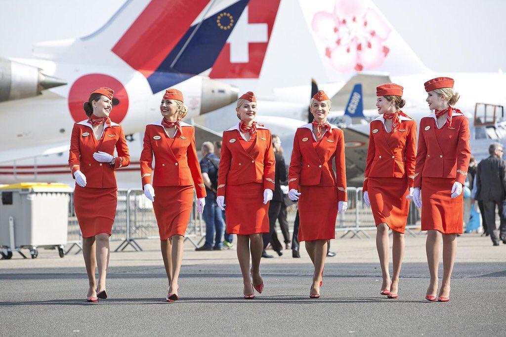 Стюардессы судятся с  Аэрофлотом  за дискриминацию старых и полных