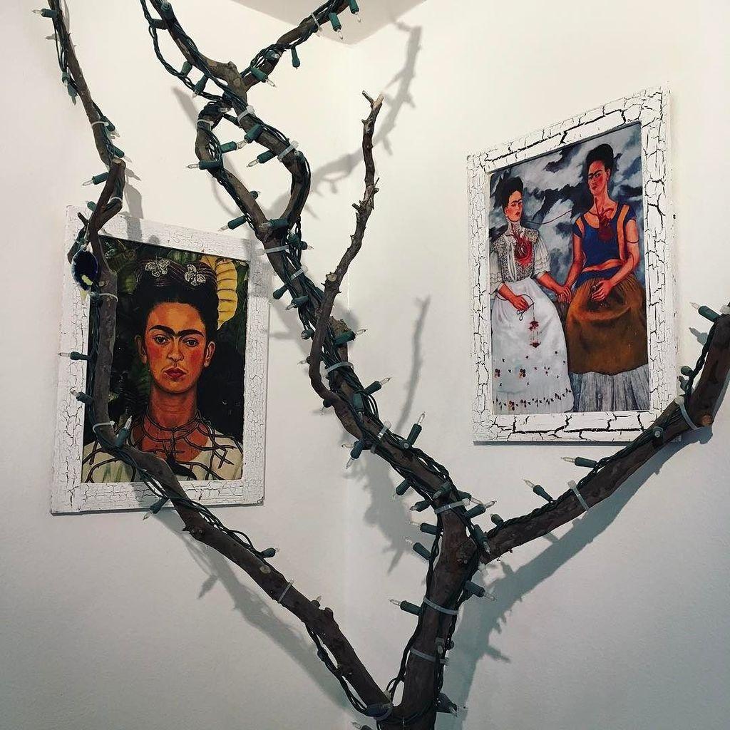 Got two small #fridakahlo prints on Olvera Street today. I love her so much. #art #inspiri…  http:// ift.tt/2lVue66  &nbsp;  <br>http://pic.twitter.com/OsSXB0Vlsb