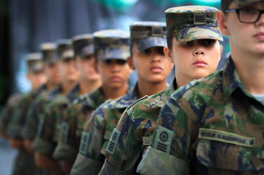 👮♀️👮♀️ #Mulheres se destacam nas #ForçasArmadas https://t.co/jNtPqwLPxE @DefesaGovBr