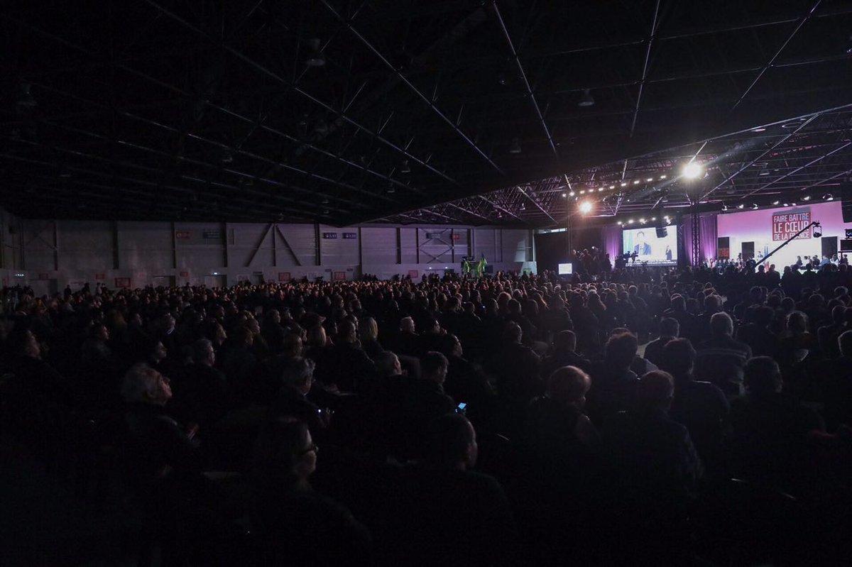 Nous étions plus de 3000 ce soir à #Marseile pour faire battre le coeur de la France. Merci !