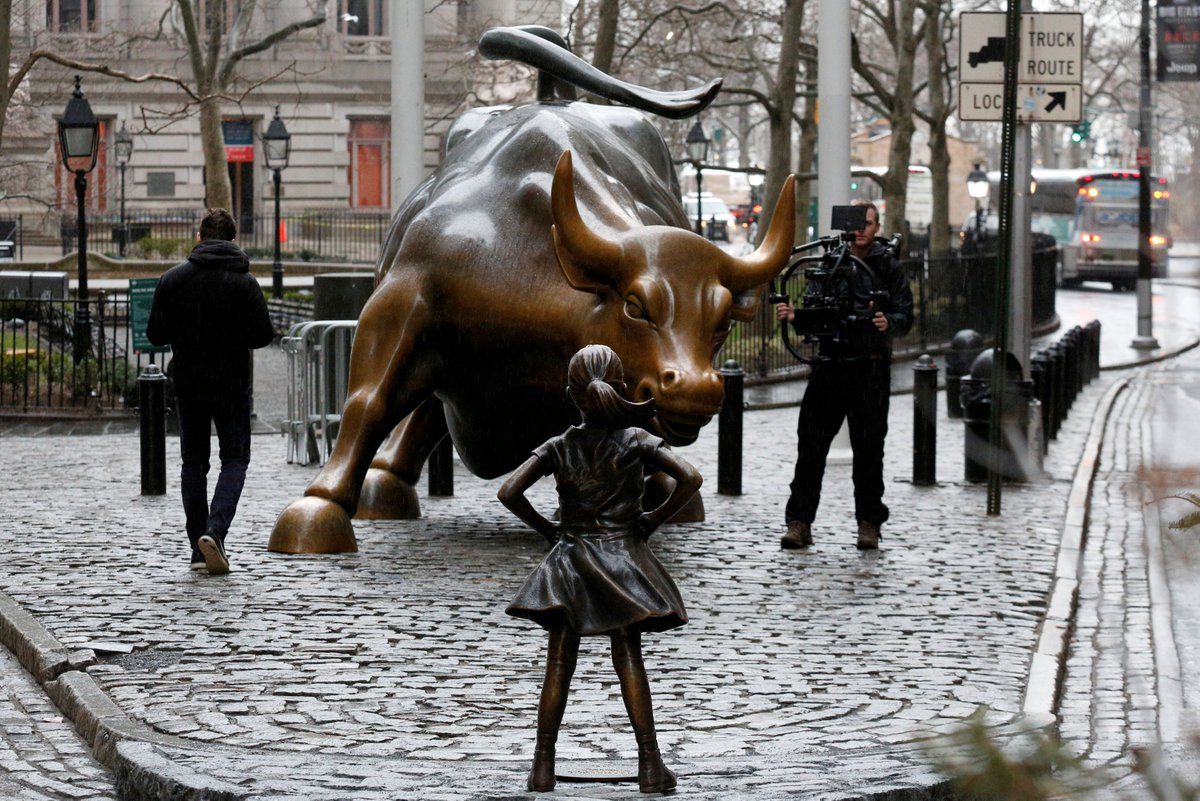 A statue of a young girl staring down the Wall Street bull just appeared – a day before #IWD2017