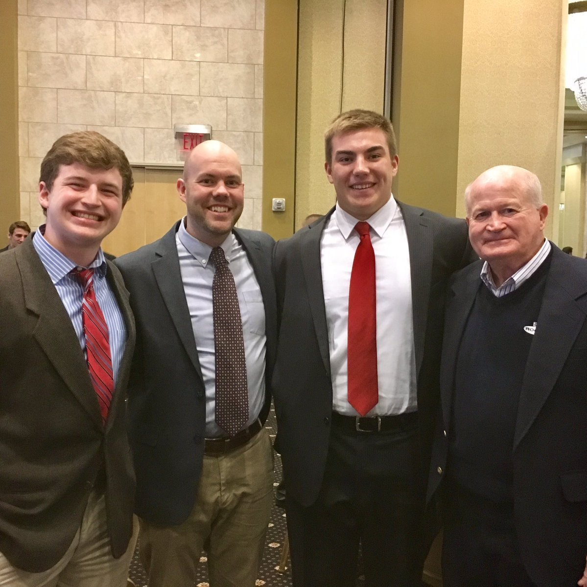 Great night at the NFF Scholar Athlete Awards. Congrats @medgerly73 and @carterwhite00 https://t.co/HkruIuPbXy