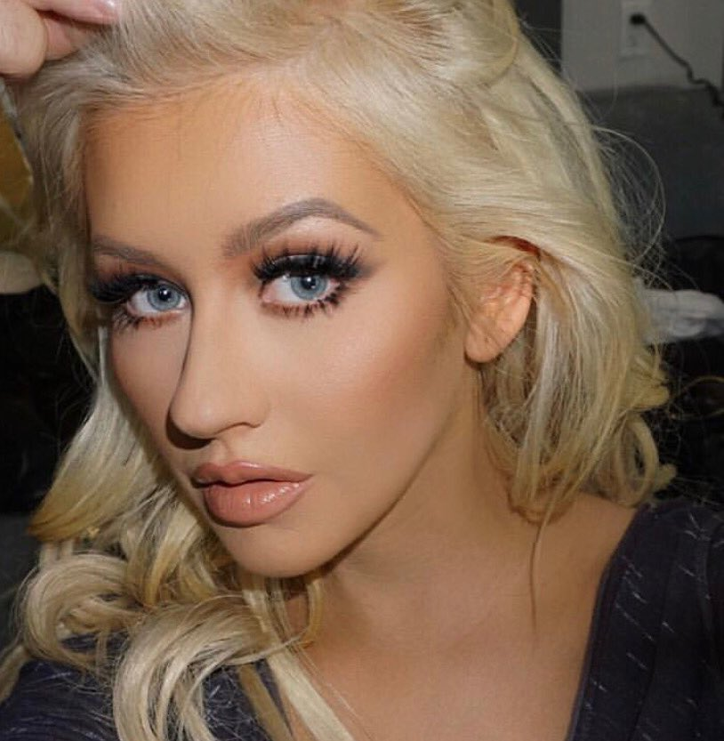 Christina Aguilera On Twitter Buzzfeed Named Xtinas Eyebrows The