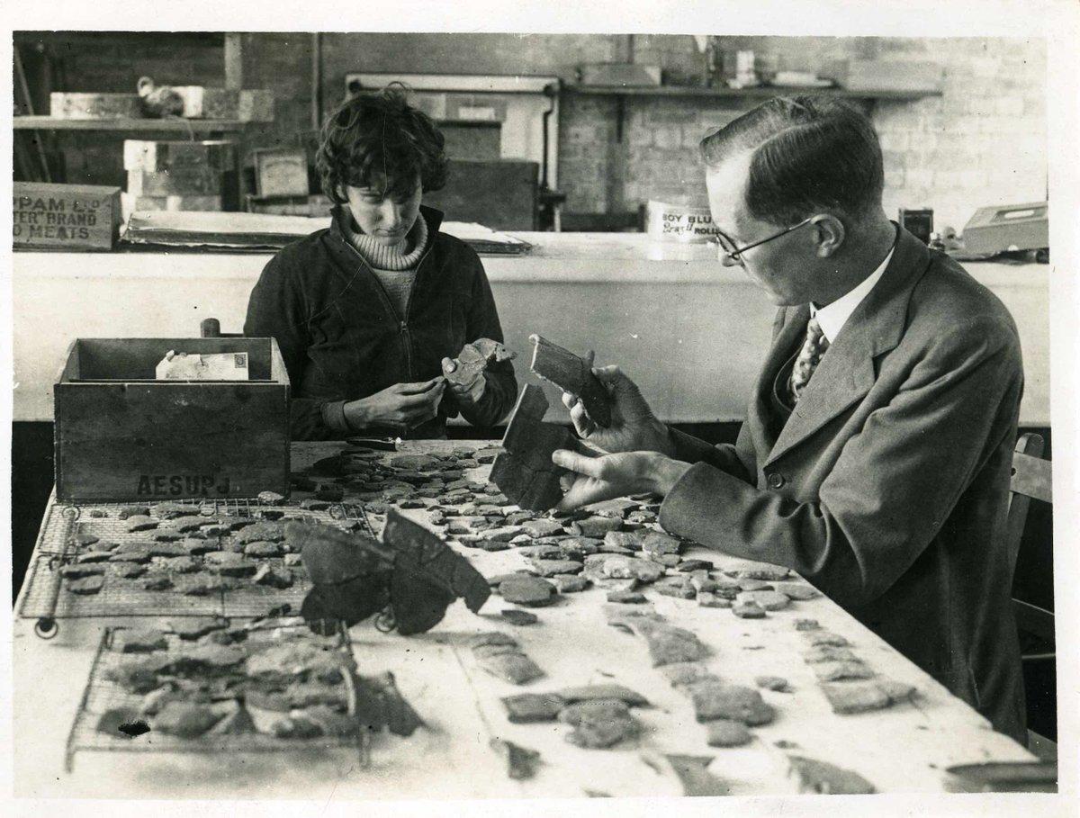 "ArchaeologyArchivist on Twitter: ""#InternationalWomensDay Archaeologist Peggy  Piggott - working on Whitehawk Camp finds with Cecil Curwan, November 1935…  https://t.co/9KsBw3ggMs"""