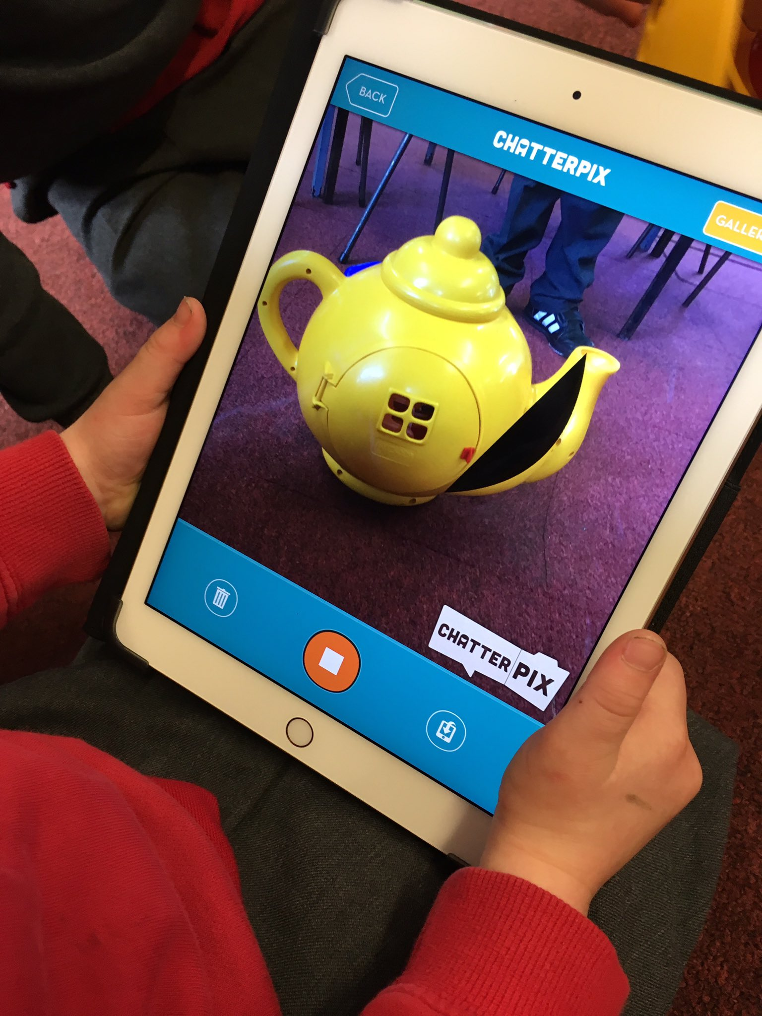 Loving working with reception children at #ysgolevanjames using @ChatterPixIt to develop dual language and oracy skills. @iteach_uk https://t.co/jwmn5pYfDk