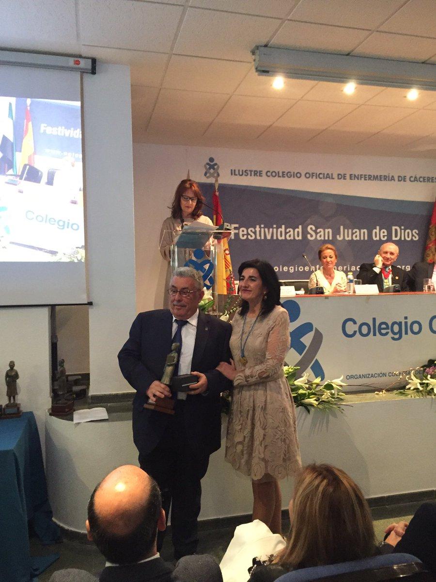 Entrañable homenaje a la colegiación jubilada, entre ellos Isidro Nevado, ex presidente del Colegio ¡gracias a todos por vuestra dedicación!