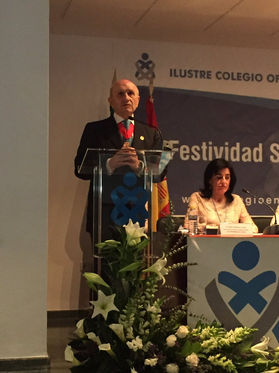 """""""No hay nada más importante que la protección de la salud de las personas y la Enfermería tiene una dedicación integral"""" @CGEnfermeria"""