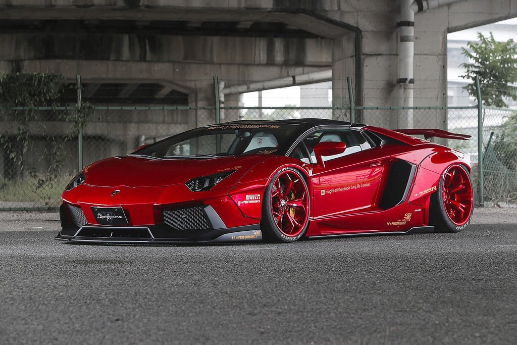 Red on Red Aventador���� https://t.co/ylWPfcOThk
