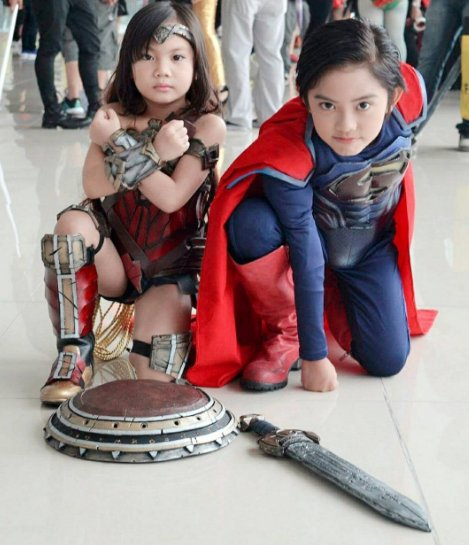 These guys totally pull it off :P #wonderwoman https://t.co/X2VlZX0oA5