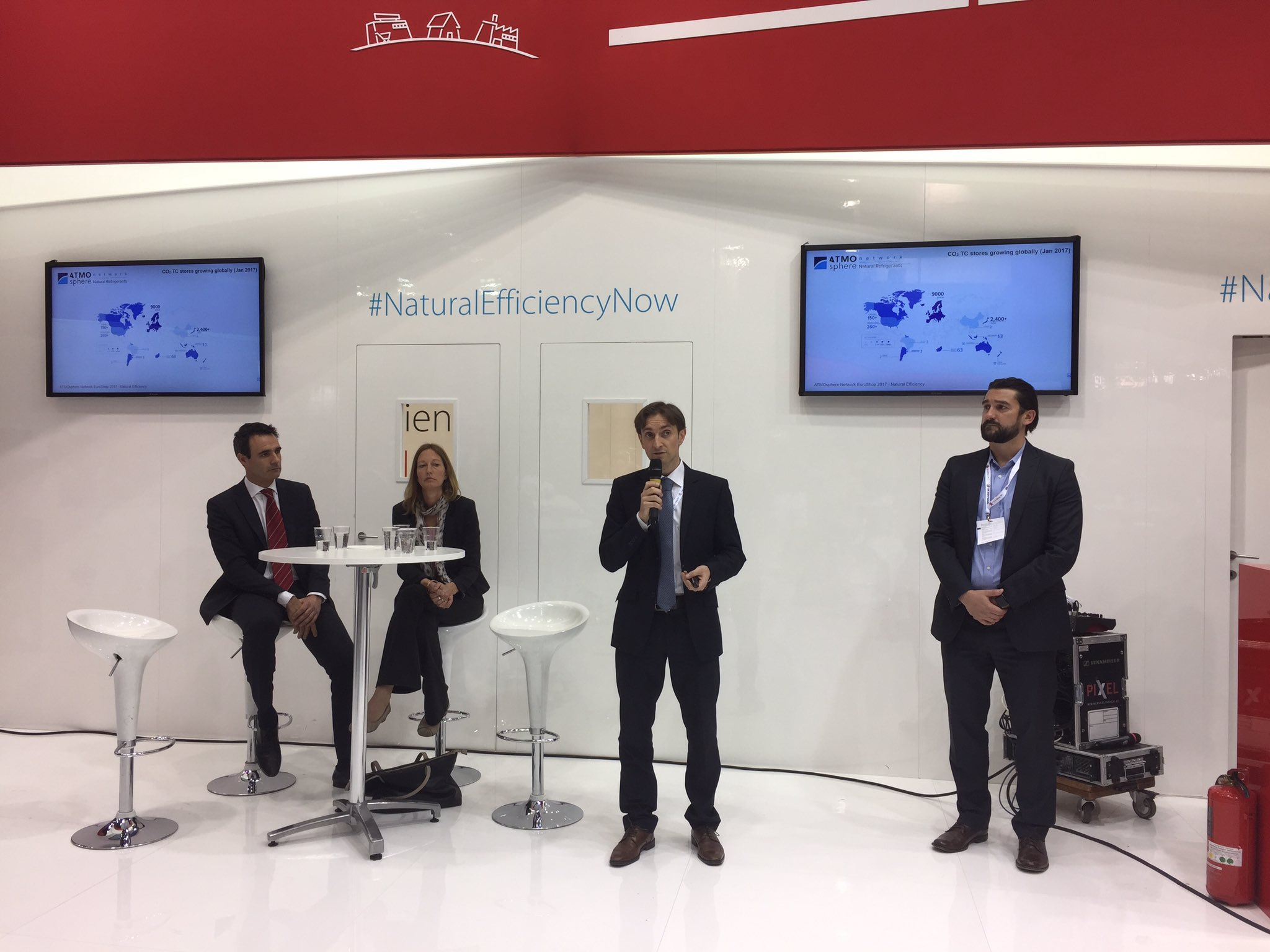 Alvaro de Oña & @marcchasserot from @shecco introduce ATMO Network hosted by @CAREL_group at #EuroShop 2017 #naturalefficiencynow https://t.co/rinIJ1zK1f