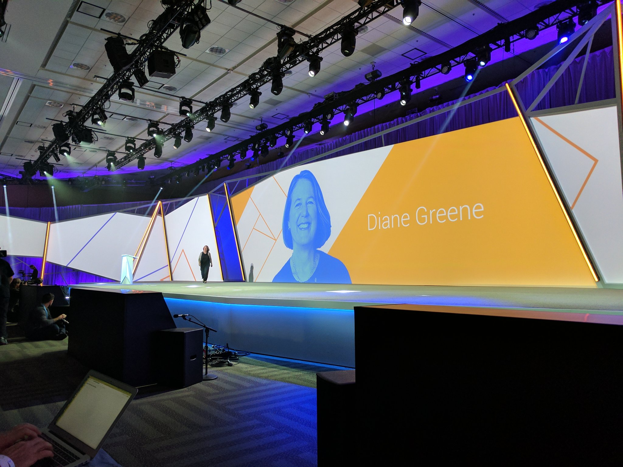 And we are off with Diane Greene #GoogleNext17 https://t.co/qyg3r12eI3