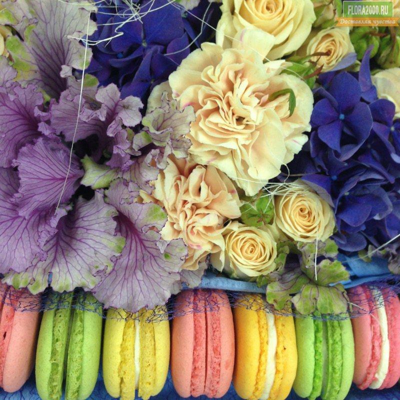 Формула женского счастья: красивые #цветы + немного вкусняшек = хорошее настроение!😊  Заказывайте коробочки здесь: https://t.co/a5aVHTbjJr https://t.co/X66HorVnYk