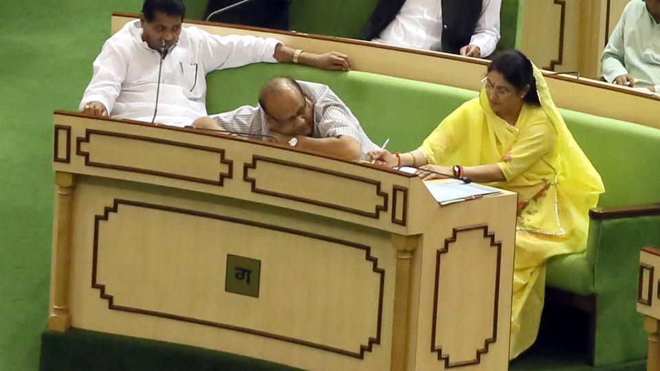 MLAs sleep in #Rajasthan state assembly during presentation of budget https://t.co/txKSPJAEyn