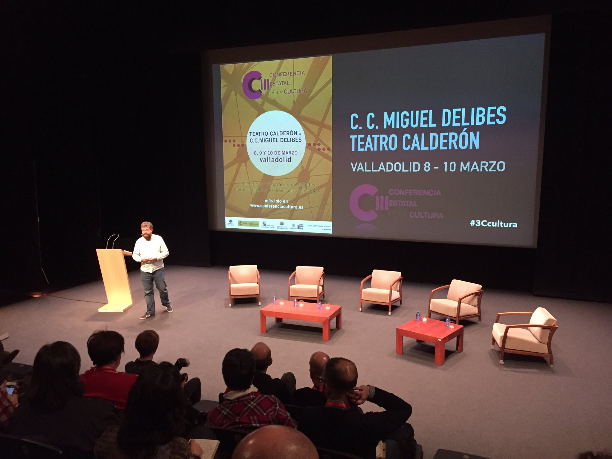 La primera conferencia del día en #3Ccultura @sergiodelmolino hablando sobre #Cultura y participación en el mundo rural y urbano https://t.co/GqsHowws5o