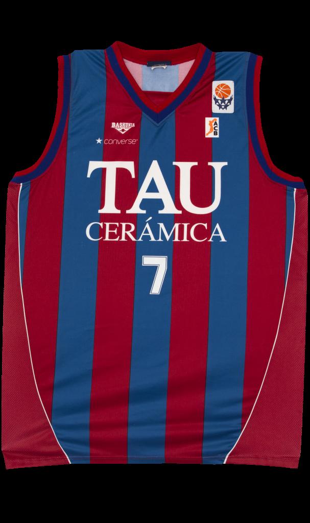 Hummel nueva marca deportiva para el Baskonia.¿Acuerdo firmado con Kelme? - Página 6 C6d2b7WWMAEWqaX