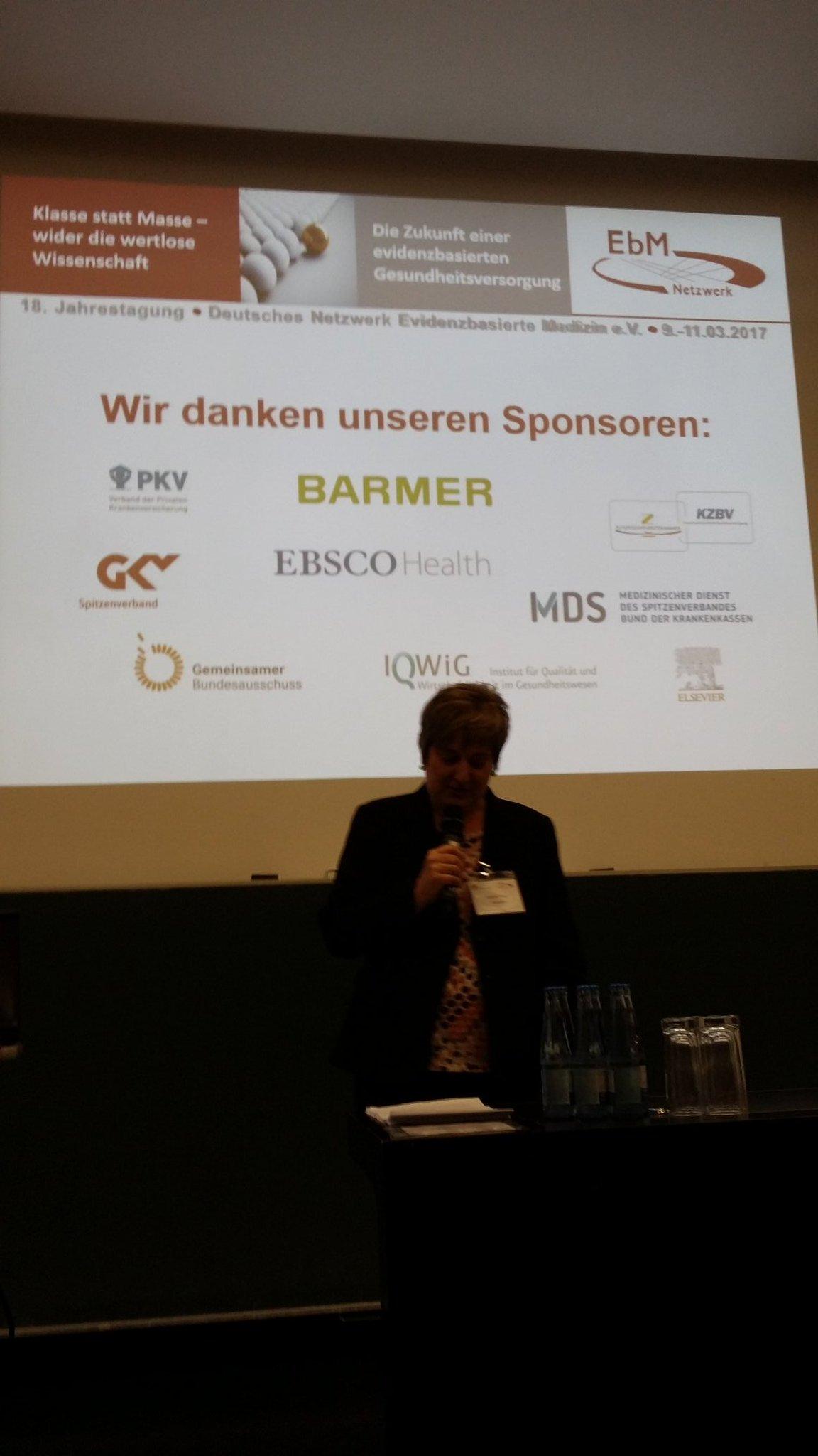 Start des  EbM Kongresses mit ZEFQ Symposium und kleinem Fruehstueck m Hoersaal #dnebm17 https://t.co/wGNpiJtpFr