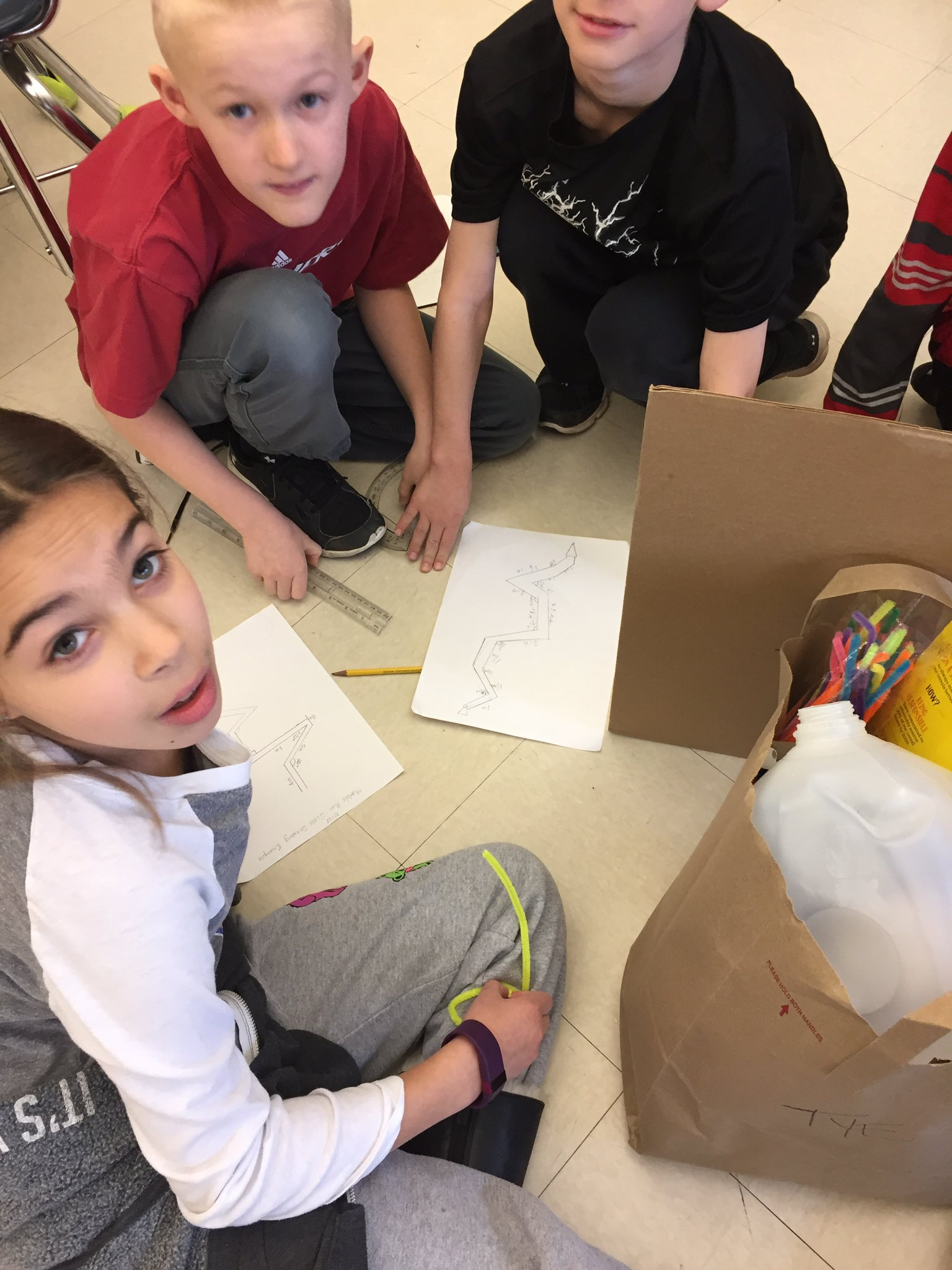Using protractors to create scales for a marble run #engage109 #sp109 https://t.co/dBNDbddTVD