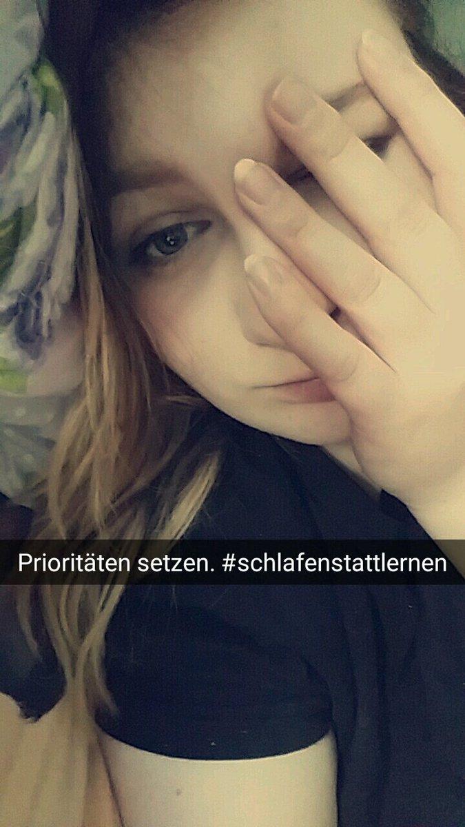 Hi. Ich bin Svenja. Gute Noten sind mit wichtig. #schlafenstattlernen #ickbinmoe  #müde