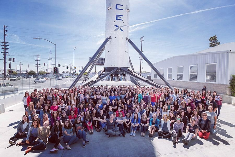spacex hawthorne layoffs - 900×600