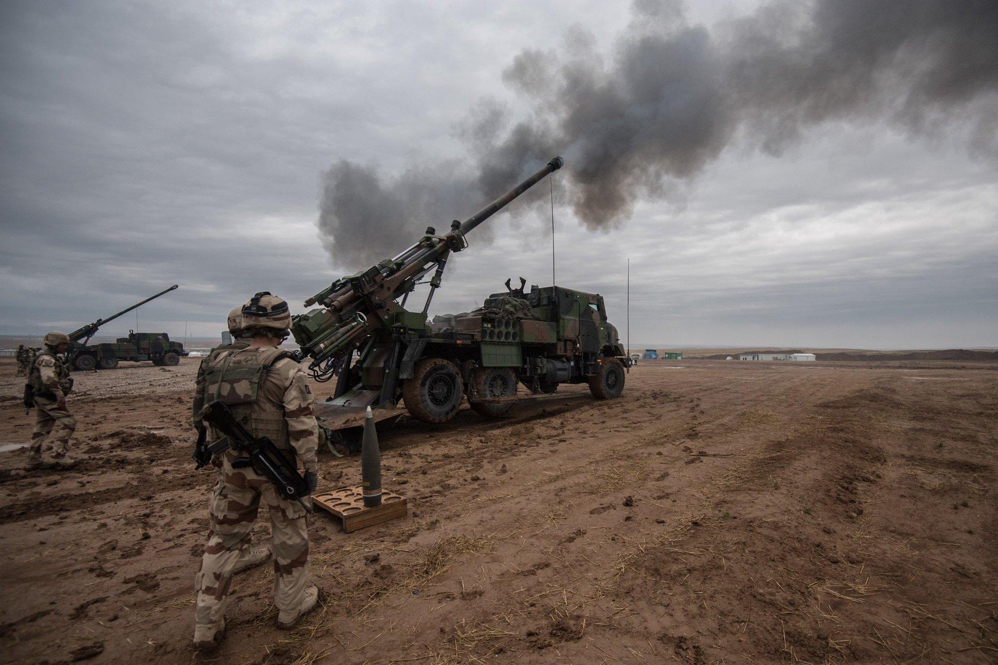 armée de terre C6fd9WuXQAIGgJi