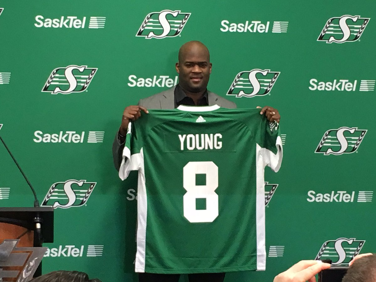 Vince Young will wear Steve Young's old jersey. #Riders https://t.co/Y1Vfr0Foum