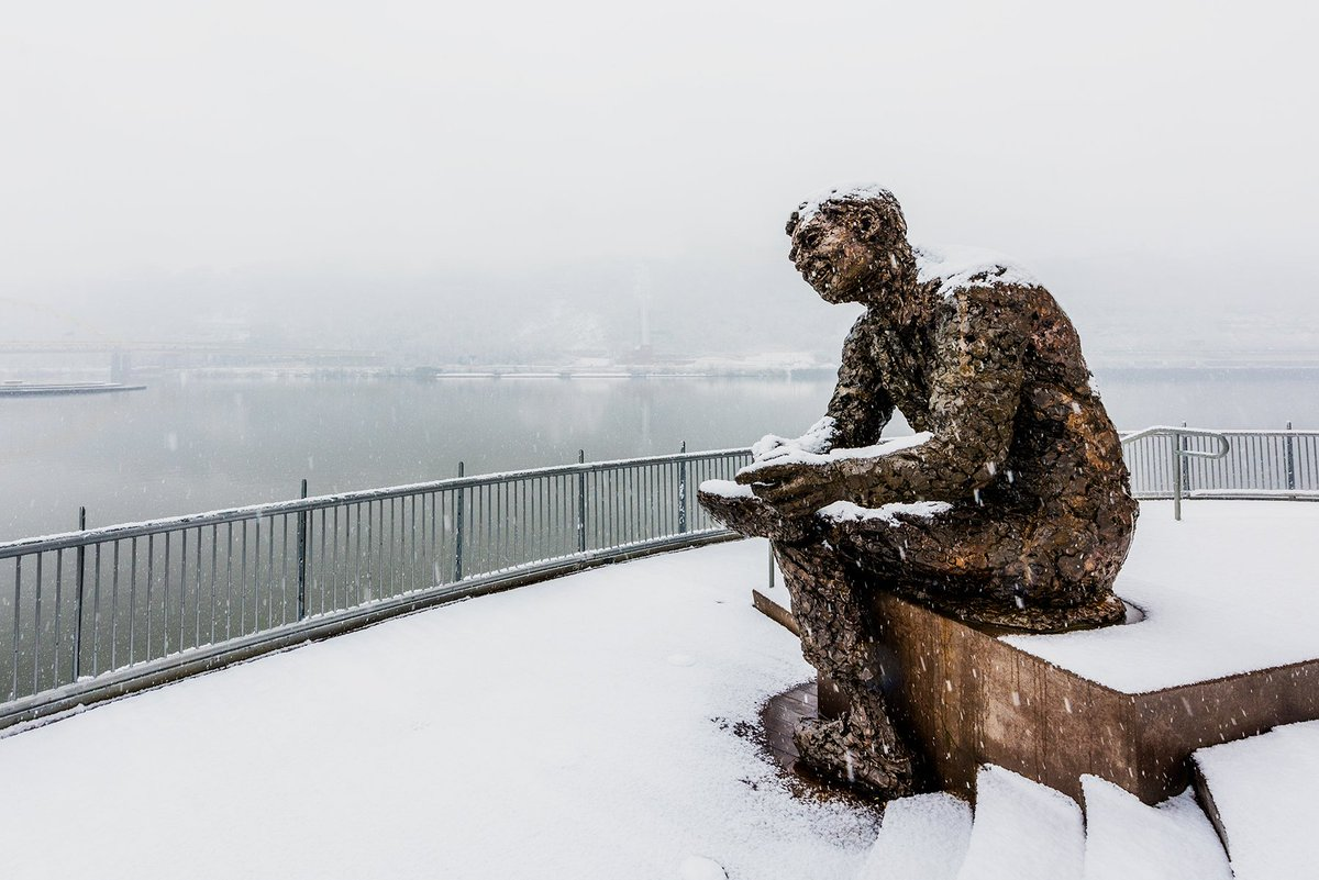 Dave Dicello On Twitter The Mr Rogers Statue On The North Shore Of Pittsburgh Stands Out Against The Snow Storm During A Picture Perfect Winter Afternoon Https T Co 9otvel9qzi