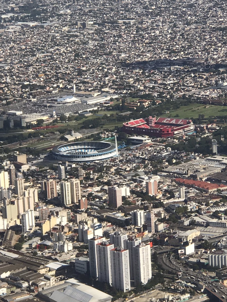 Foto tirada do avião na chegada à Buenos Aires. Racing e Independiente, uma das maiores rivalidades da argentina, são MUITO vizinhos