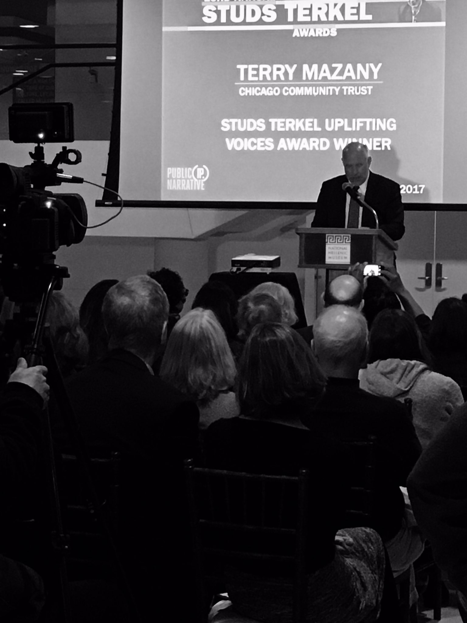 Terry Mazany, .@ChiTrust & #chicagofed Board of Directors accepts Studs Terkel Uplifting Voices Award .@PublicNarrative https://t.co/OrqKFU1ybZ