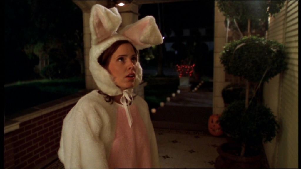 "1) #20ThingsILoveAboutBuffy in Random Order!  #Buffy20 Anya's Halloween costume (and why) - in ""Fear, Itself"" My pick as best Halloween ep https://t.co/pWvKlxaUQ7"