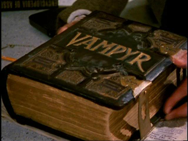 10) #20ThingsILoveAboutBuffy This prop. #Vampyr #Buffy20 https://t.co/9FGyiOLRq5