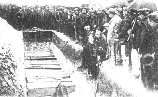 19) Le 13 mars, lors des obsèques des premières victimes, le directeur de la compagnie doit partir sous les huées « assassins ! » https://t.co/IjNYC6IUvG