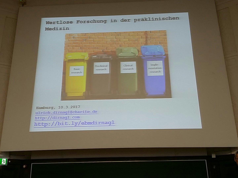 """U. Dirnagl von der Charité Berlin fängt bei den Grundlagen an: """"Wertlose Forschung in der präklinischen Medizin"""" #dnebm17 https://t.co/iLvOIAq3O4"""