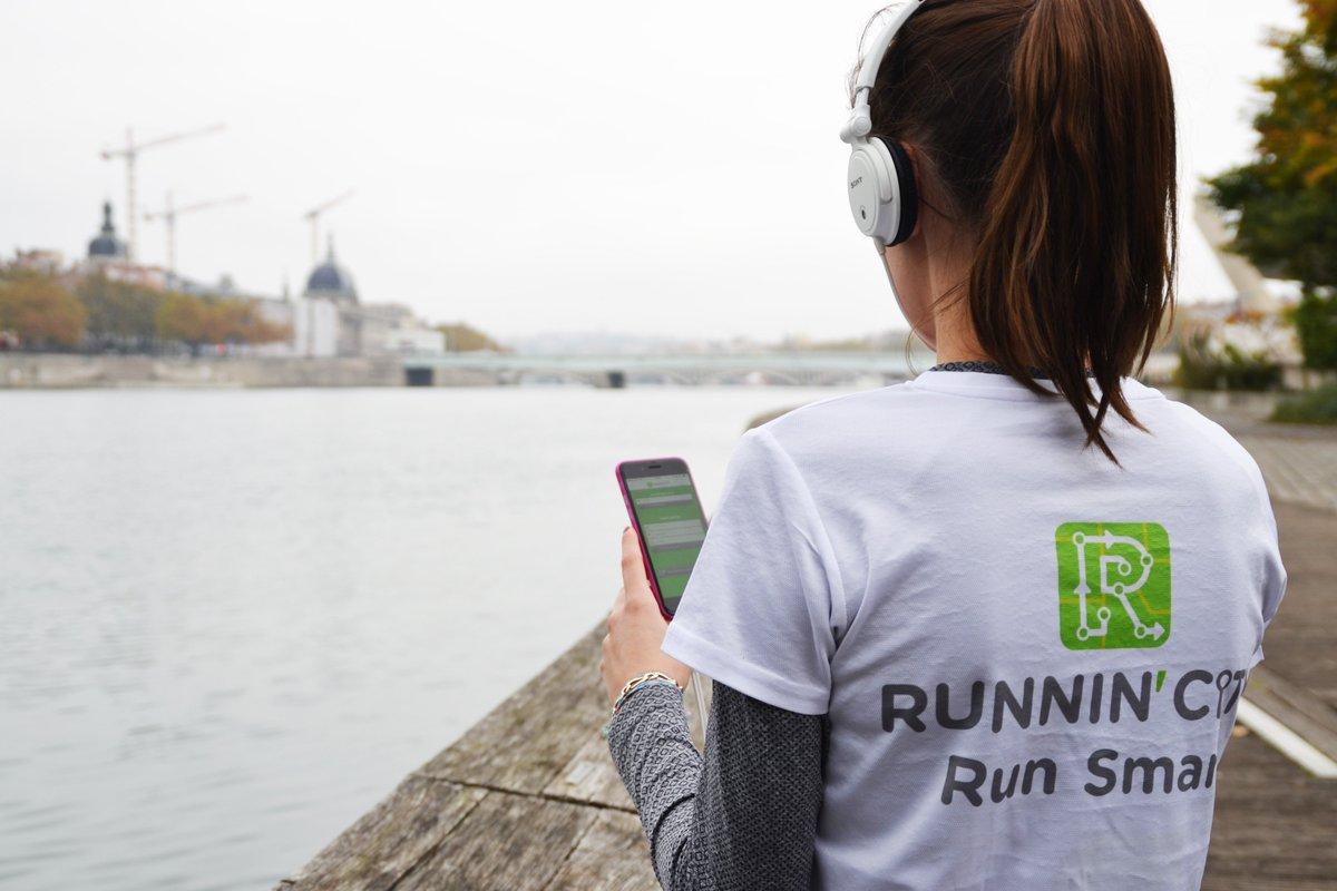 #JattendsLeWeekEndPour chausser mes baskets et aller courir avec @RunninCity  ! #running #fitness #RunSmart #sightrunning <br>http://pic.twitter.com/sMRGSDZe2w
