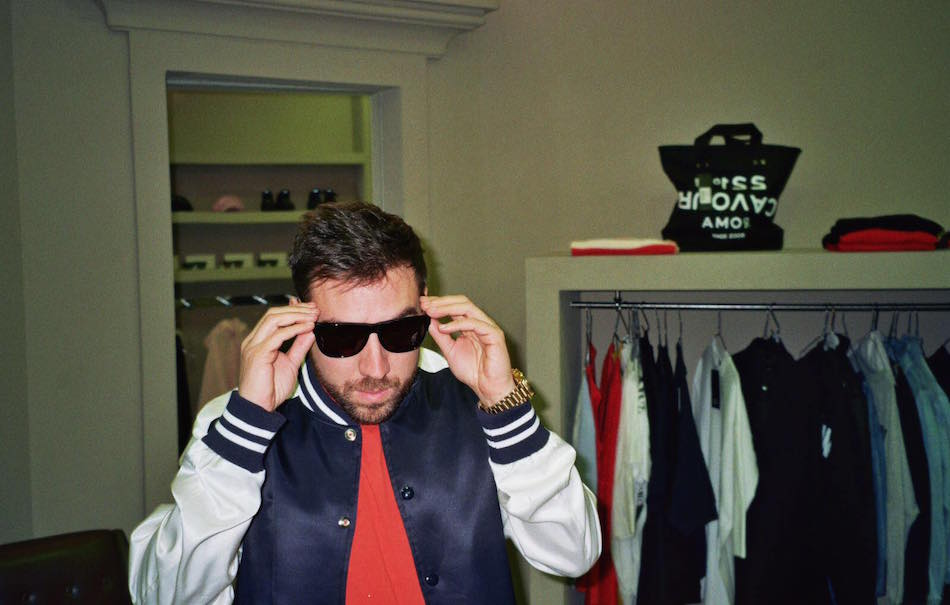 """.@COEZMUSIC: """"Faccio un casino"""" è il nuovo singolo, prodotto da Niccolò Contessa. Qui: https://t.co/rylGavFIst https://t.co/PQMd5O39Ns"""