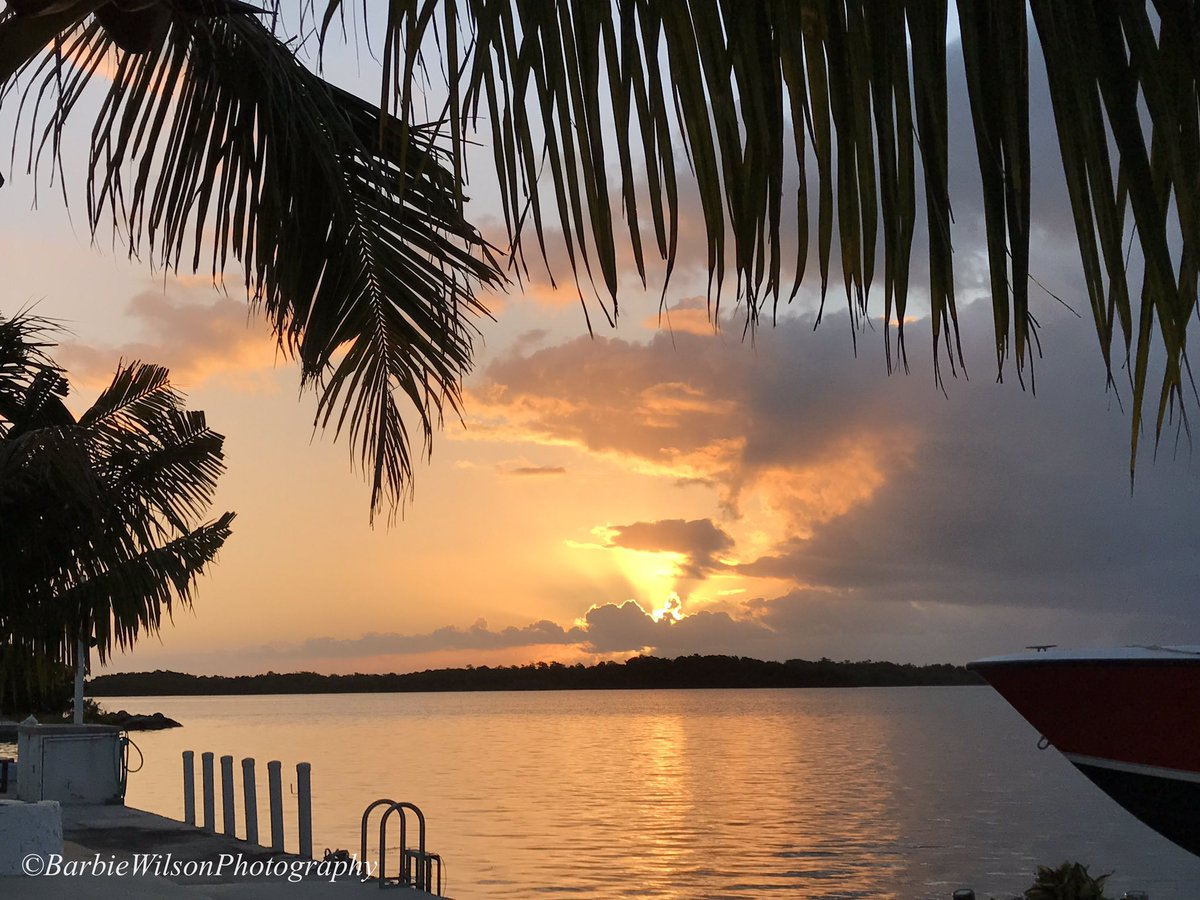 Fabulous finale to this week! Welcome to the weekend! Gm! #keywest #sunrise https://t.co/GfTrTRuMPG