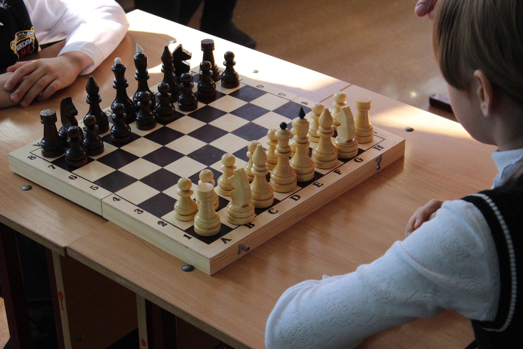 чем картинки белая ладья шахматы дублирует губные очертания