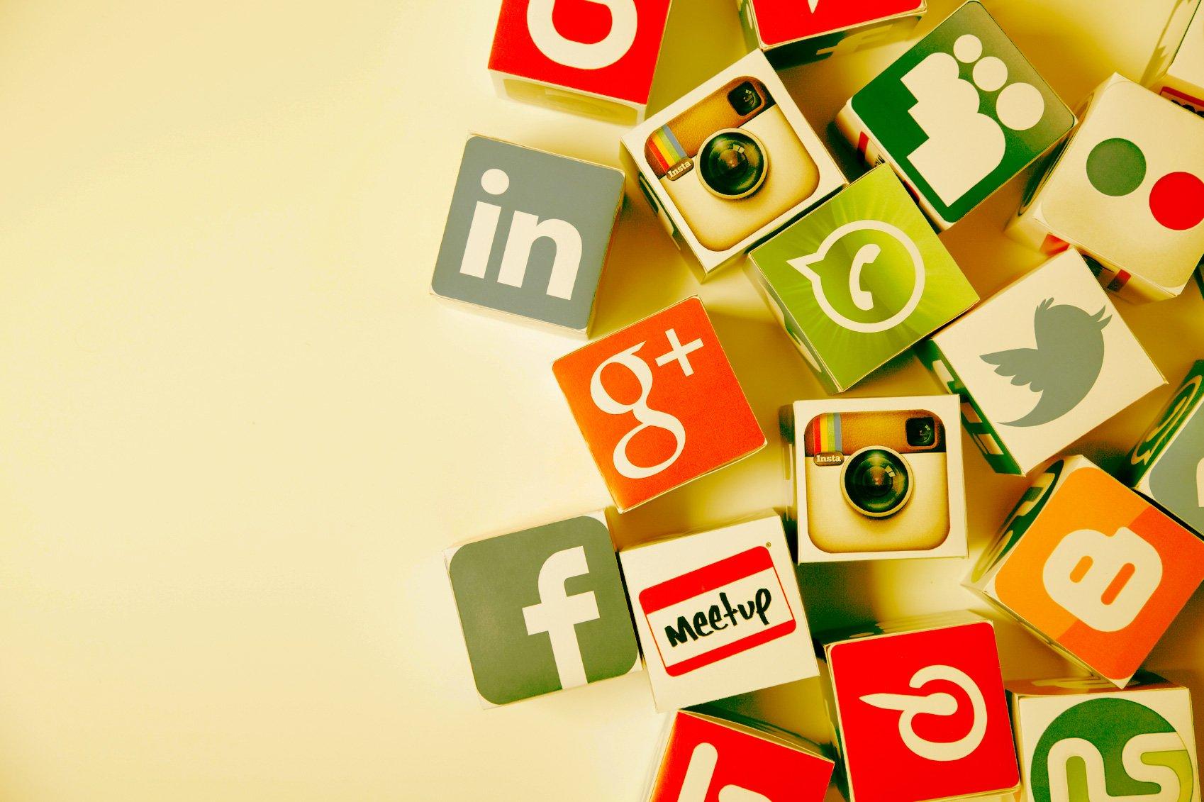 Социальные сети поздравительные открытки