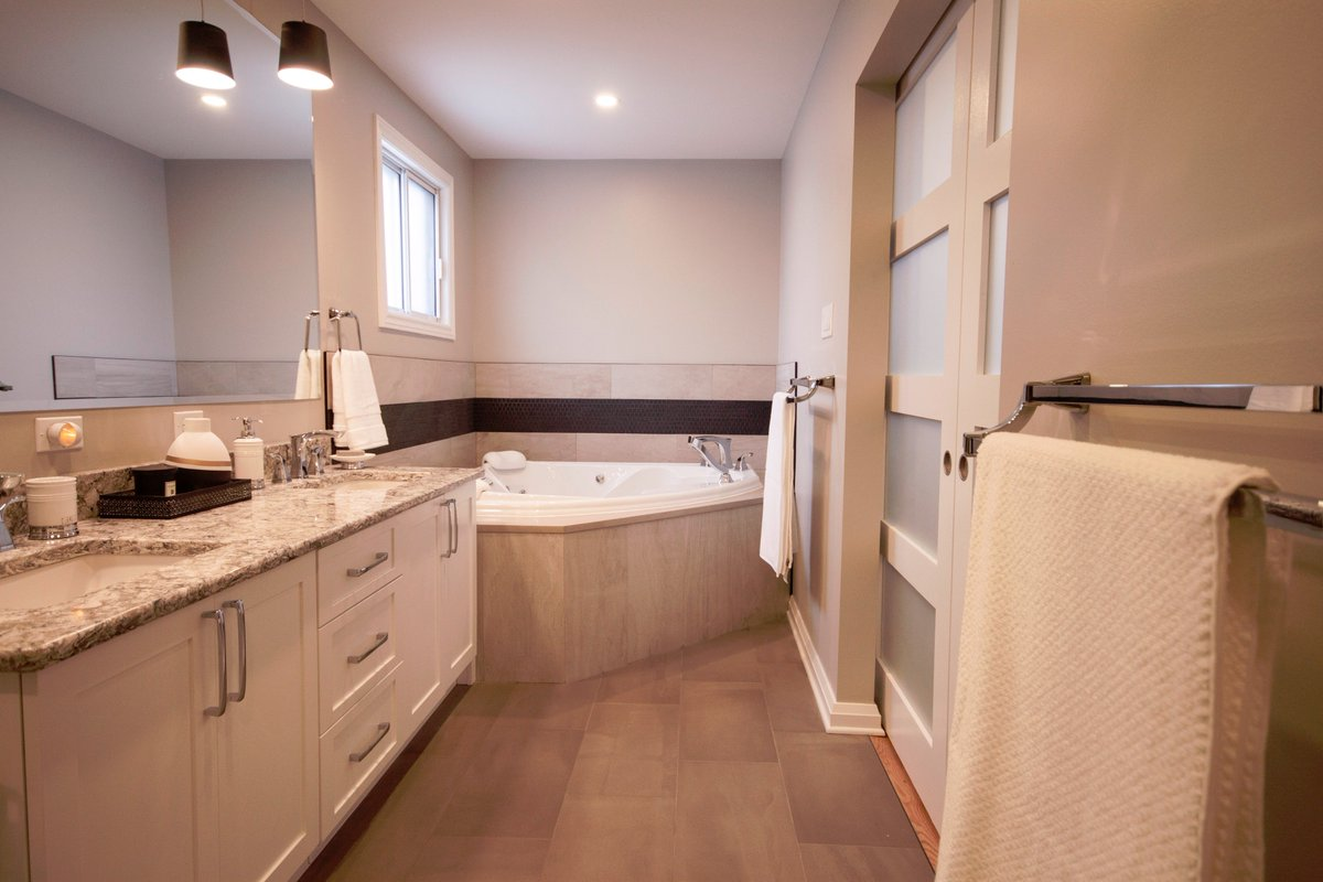 Oakwood On Twitter We Combined An Existing Walk In Closet And Small 3 Piece Bathroom To Achieve This Beautiful Large 4 Piece Ensuite Bathroom Featurefriday Https T Co Bknnrowdzp