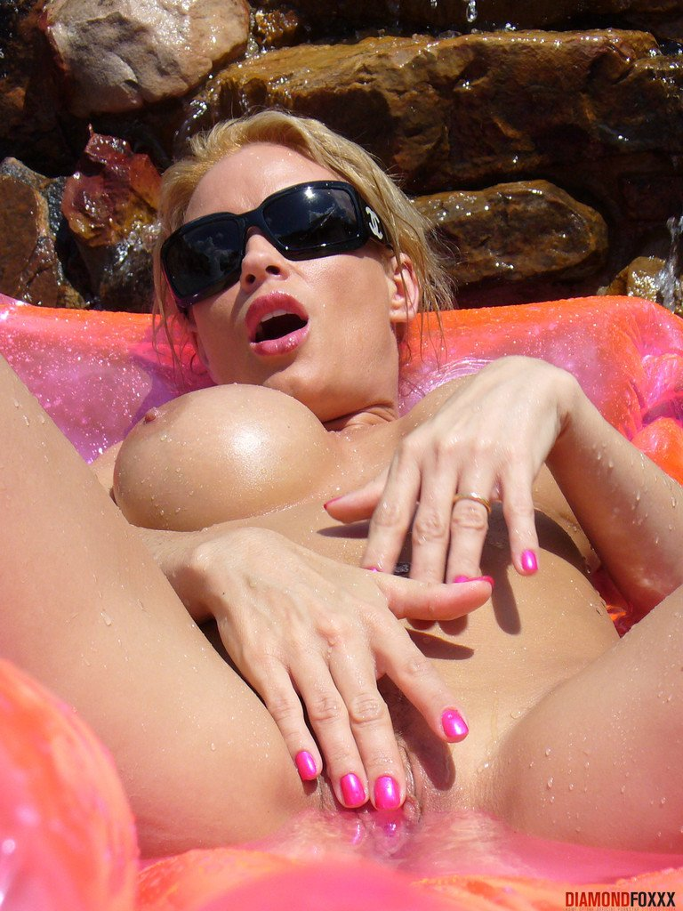 Full Video: https://t.co/u7VlNUynEw Diamond Foxxx gets horny and nude outdoo... ��Add me on snapchat: imdani97 �� https://t.co/jI4DiqtLJ9